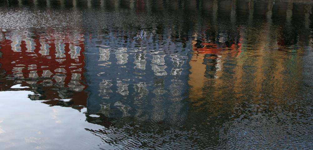 ReflectionsofColourfulBldgs_BeverleyLR_sxc